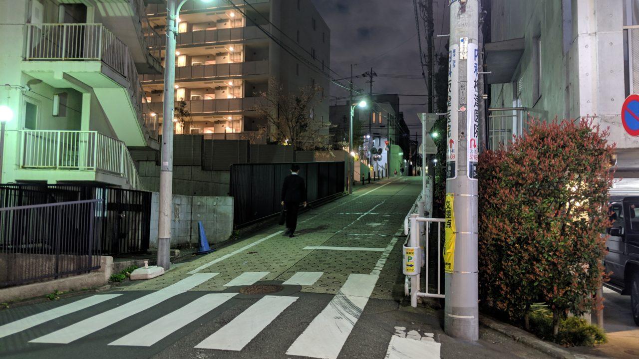 文化浴泉の目の前の道路。