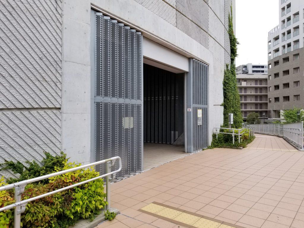 目黒天空庭園の目黒川側の入口