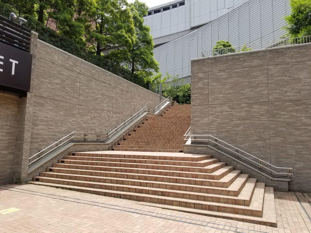 ライフ大橋店横の階段
