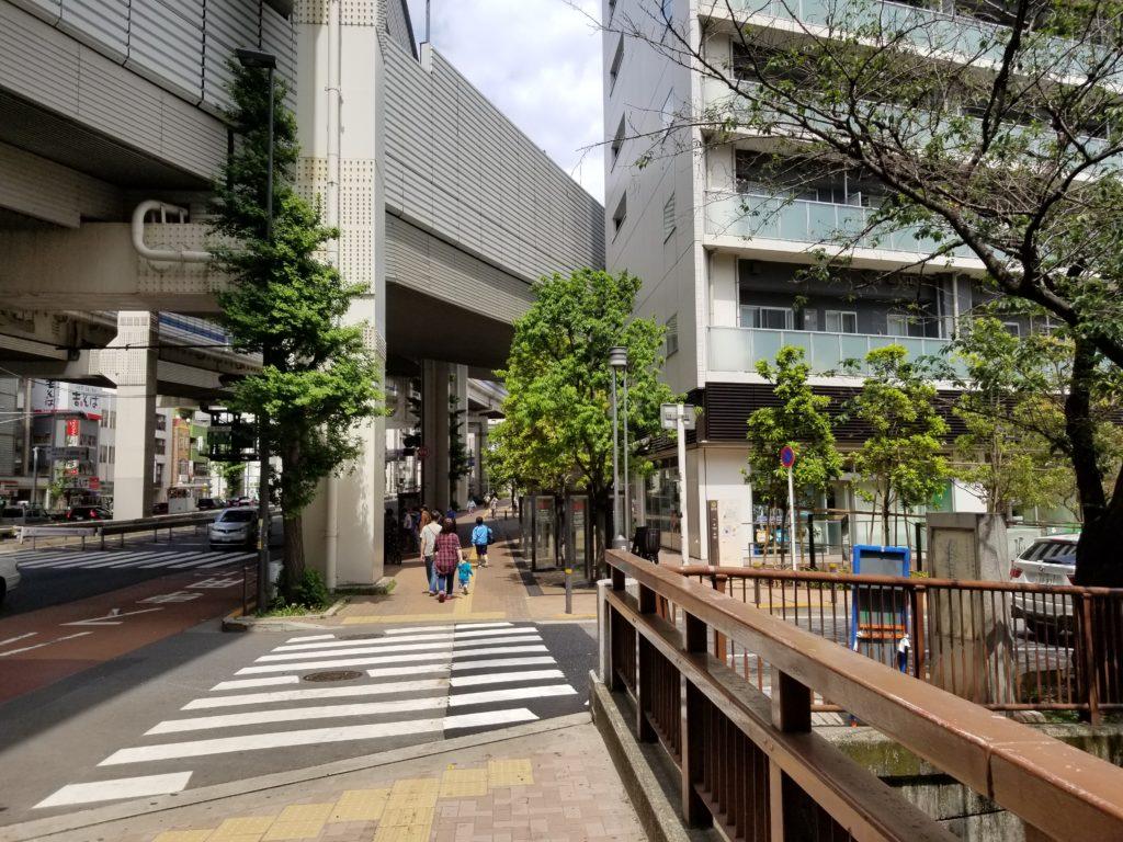 池尻大橋駅から渋谷方面への国道246号線