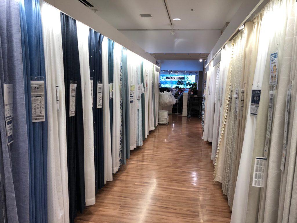 ニトリ中目黒店のカーテンコーナー