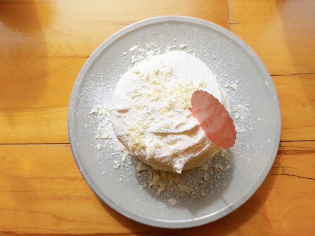 真上から見た雪肌精と奇跡のパンケーキ