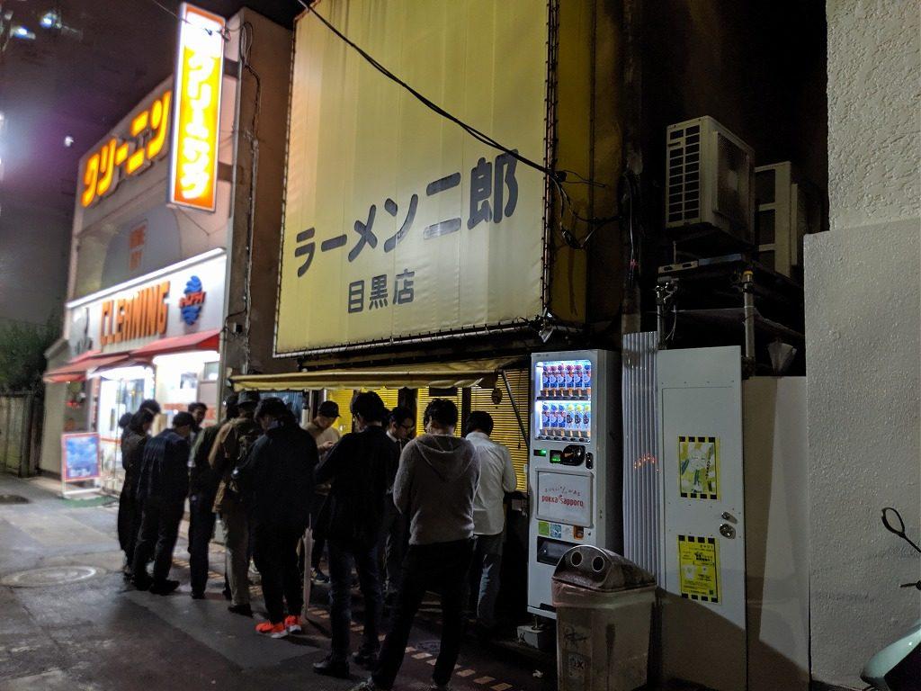 二郎目黒店の行列