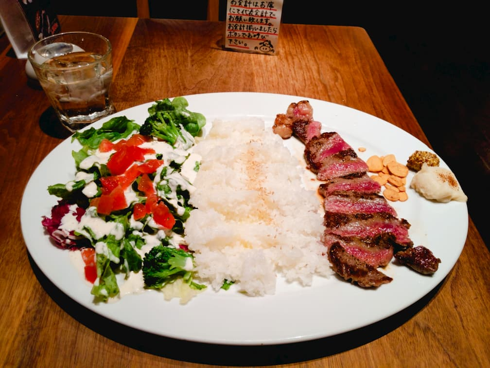 【ギューギューMASA】格安ステーキライスをLDHプロデュースのプロテインと食べる!|ナカメディア