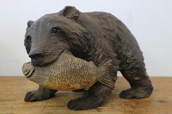 木彫りの熊と鮭
