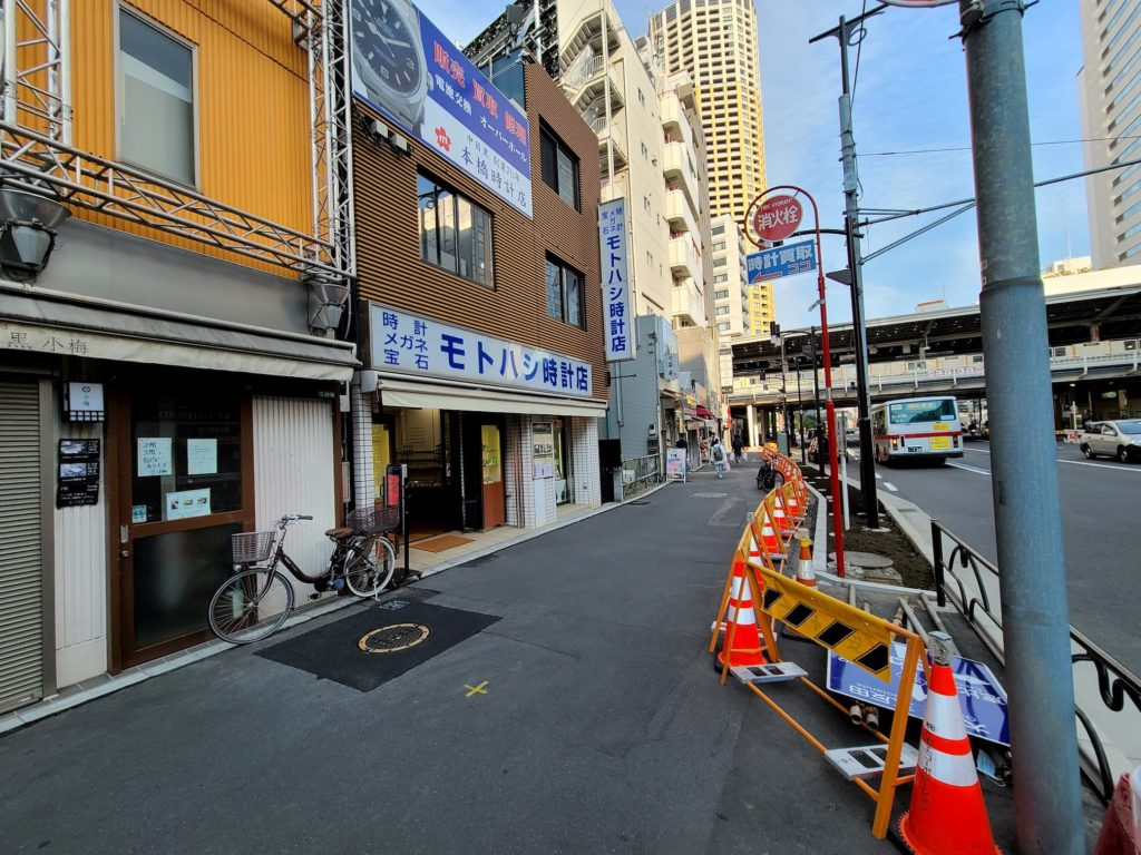 とにかく駅が近いモトハシ時計店
