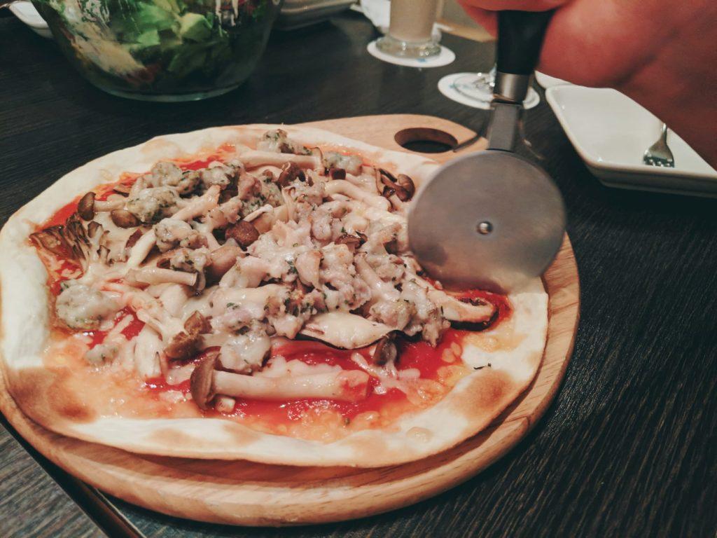 FRAMESのピザ