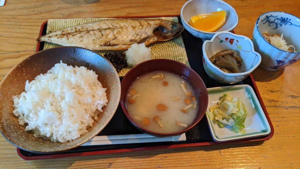 東山鳥八啓の焼き魚定食
