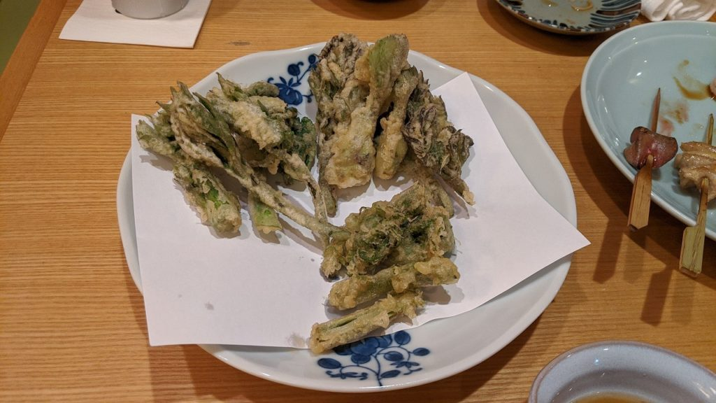 季節の山菜の天ぷら
