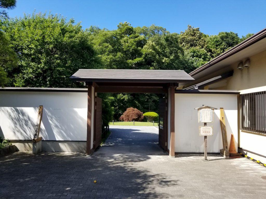 菅刈公園の和館の入り口