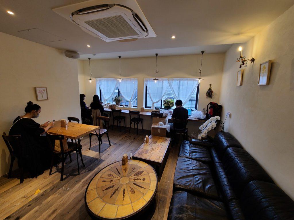 ミニチュアガーデンカフェのイートインスペース