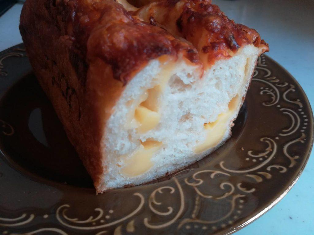 チーズパン切り口