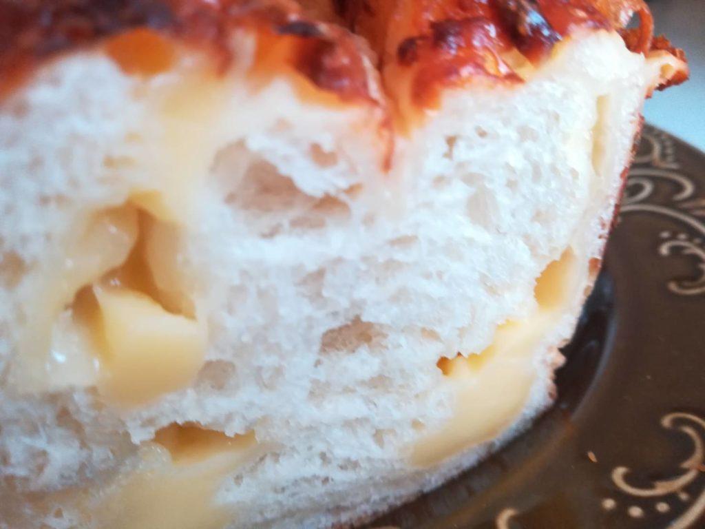 チーズパン切り口アップ