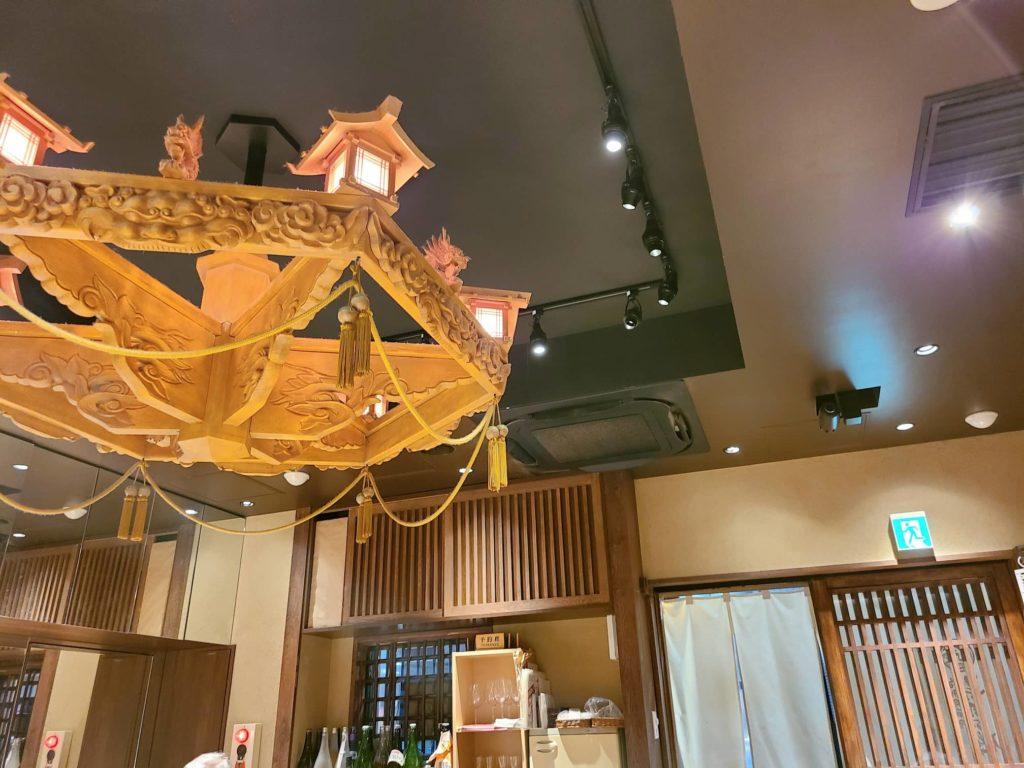 寿司の磯松の木製シャンデリア